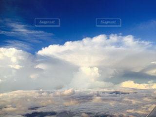 飛行機の上から撮った雲の写真・画像素材[1198517]