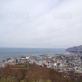 海辺の街の展望 北海道小樽市旭展望台からの眺めの写真・画像素材[1129946]