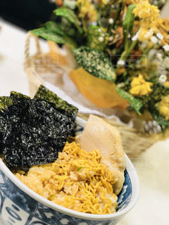 ラーメン風カレーライスの柚子チキン添えの写真・画像素材[1135661]