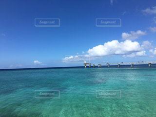 透き通る海の写真・画像素材[1132193]