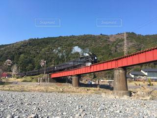 SLと鉄橋と青空の写真・画像素材[1132808]