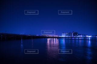 水の体以上の長い橋の写真・画像素材[1149199]