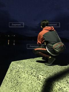 夜釣りする人の写真・画像素材[1133798]