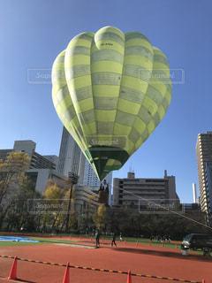 空に大きなバルーンの写真・画像素材[1134191]