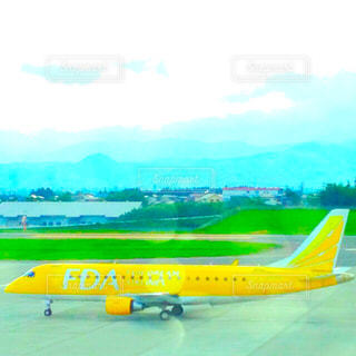 黄色い飛行機の写真・画像素材[1134774]