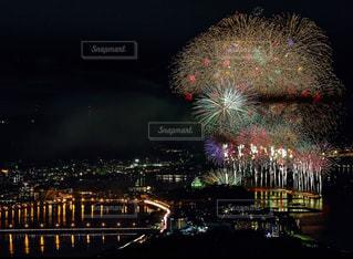 空に花火のグループの写真・画像素材[1311034]