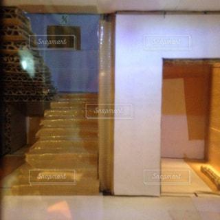 ダンボールビルの内部の眺めの写真・画像素材[1136045]