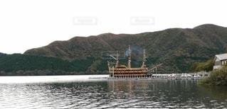 湖に浮かぶ帆船の写真・画像素材[3087777]