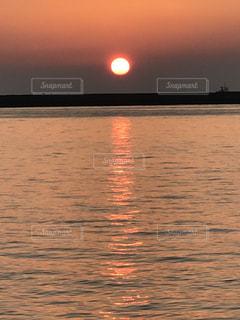 沈む夕日の写真・画像素材[1136802]