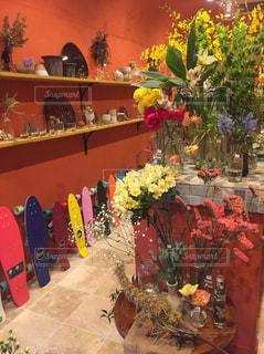 カラフルなお花屋さんの写真・画像素材[1136978]
