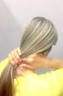 ロングのグレイヘアの写真・画像素材[2066269]