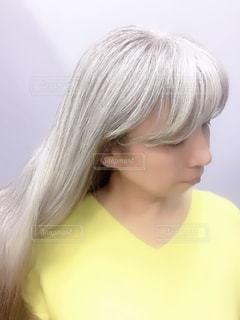 グレイヘアで楽しむヘアスタイルの写真・画像素材[2066273]
