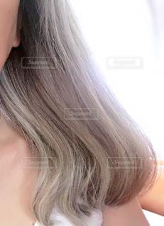 起き抜けの髪の写真・画像素材[2230529]