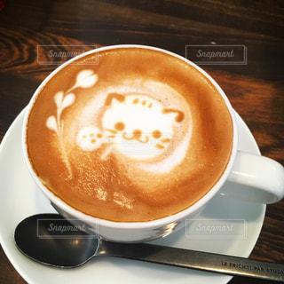 テーブルの上のコーヒー カップの写真・画像素材[1137824]