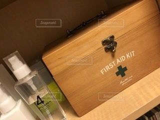 救急箱と化粧品の写真・画像素材[2180131]