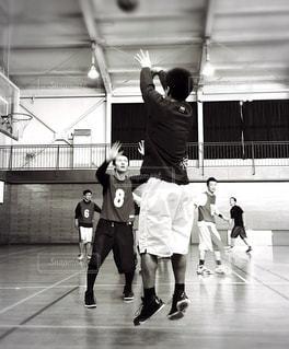 バスケットボール 試合 モノクロ - No.1138382