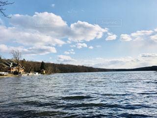 湖のほとりの写真・画像素材[1150163]