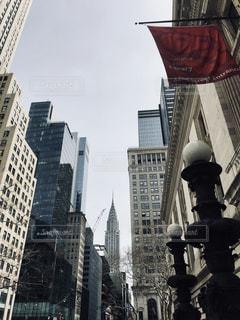 ニューヨーク公立図書館とクライスラービルの写真・画像素材[1150623]