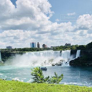 アメリカ側から見たナイアガラの滝の写真・画像素材[1152871]