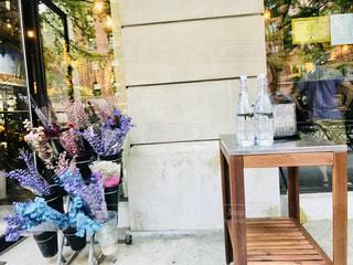 マンハッタンのレストランとお花屋さんの写真・画像素材[1205152]