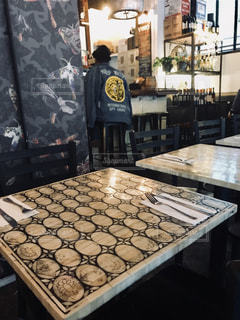 マンハッタンのレストランのテーブルの写真・画像素材[1205153]