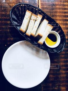 パンとオリーブオイルの写真・画像素材[1209042]