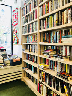 マンハッタンの本屋さんの本棚の写真・画像素材[1223439]