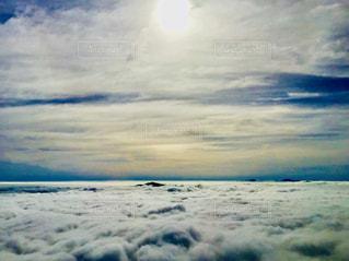 空の上から見た日の出の写真・画像素材[1232521]