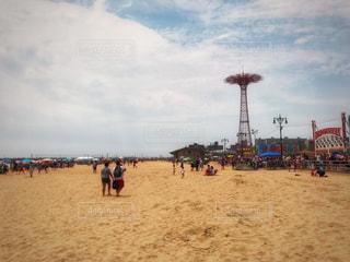 砂浜と遊園地の写真・画像素材[1323167]