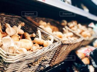 マーケットの椎茸の写真・画像素材[1530510]