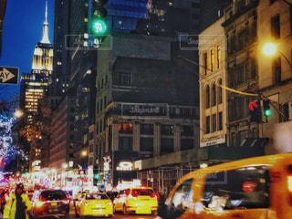 夜のマンハッタンとエンパイアステートビルの写真・画像素材[1670518]