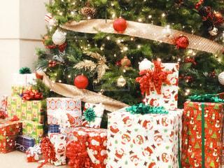 クリスマスツリー飾れない可愛いギフトたちの写真・画像素材[1688516]