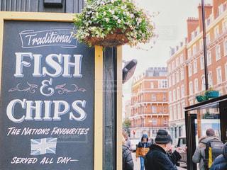 フィッシュ&チップス看板の写真・画像素材[1919828]