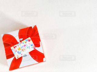バースデーケーキのBoxとカードの写真・画像素材[2276141]