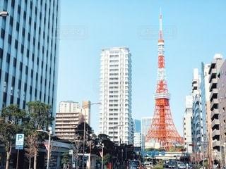 通りから見る東京タワーの写真・画像素材[2717298]