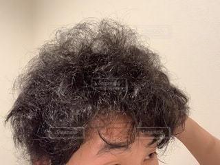 天然パーマの髪のうねりの写真・画像素材[3315565]