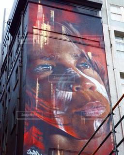 クローズ アップ、建物の側面に描かれた顔のマン - No.1147848