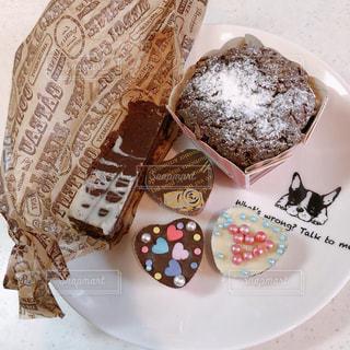 皿にチョコレート ケーキの写真・画像素材[1139652]