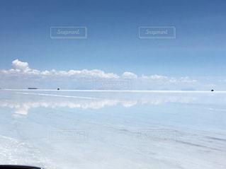 雲と湖 ウユニ塩湖の写真・画像素材[1141388]