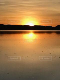 湖と夕日の写真・画像素材[1142943]