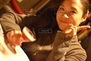 バーでお酒を飲む女性の写真・画像素材[1653858]
