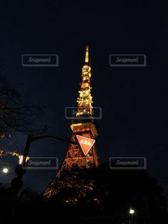 クロック タワーは夜ライトアップの写真・画像素材[897639]