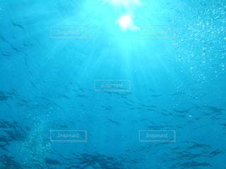 海へ降り注ぐ太陽の写真・画像素材[1589649]