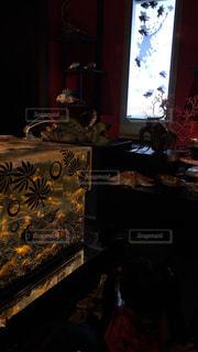 玉手箱の中の金魚と掛け軸の中の金魚の写真・画像素材[1141053]