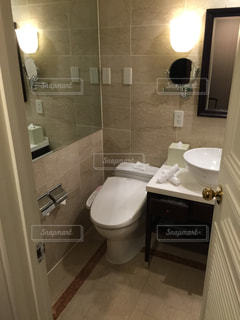 ホテルのバスルームの写真・画像素材[1142449]