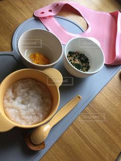 食品とコーヒーのカップのプレートの写真・画像素材[1142920]