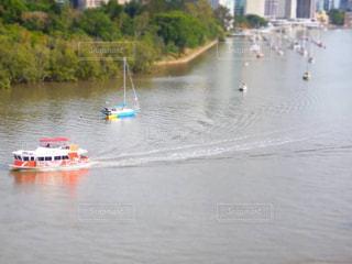水の体の小さなボート - No.1142407