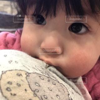 目ぱっちり赤ちゃんの写真・画像素材[1142058]