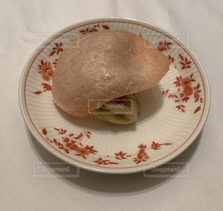 皿の上の北京ダックの写真・画像素材[2108236]