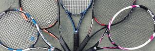 テニス ラケットを持っている人の写真・画像素材[1144847]